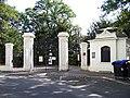Koperníkova a U Havlíčkových sadů, brána Havlíčkových sadů.jpg