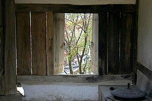 Gamasot - Image: Korea Andong Dosan Seowon Kitchen 01