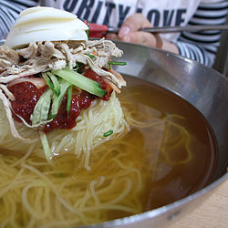 Korean cold noodle soup-Milmyeon-01.jpg