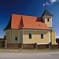 Kostel svatého Jana Křtitele z boku, Černovice, okres Blansko.jpg