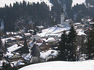 Mittelberg - Image: Kreuzkirche und St. Anna in Hirschegg