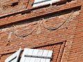 L'un des décors de la façade sur rue.jpg