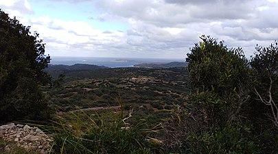 La costa sud a ciutadella desde castell santa águeda.jpg