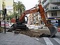 La pelleteuse en action dans le haut de l'avenue gabriel miro juin 2011 - panoramio.jpg