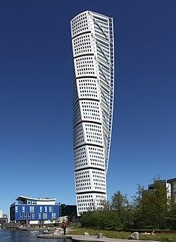 La tour torse de Malmö en Suède..jpg