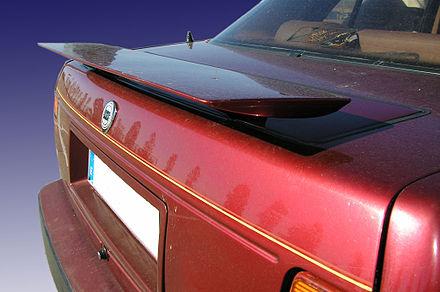 440px-Lancia_thema_8.32_spoiler.jpg