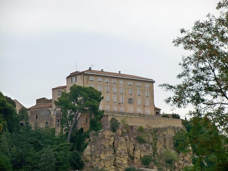 File:Lauris - Chateau.jpg