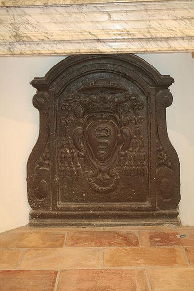 Lavérune (Hérault) - château des évêques - plaque de cheminée aux armes de Mgr Charles-Joachim Colbert de Croissy