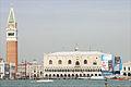 Le Palais des Doges défiguré par la publicité (Venise) (6231828567).jpg