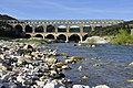 Le Pont du Gard enjambe le gardon. 01.JPG