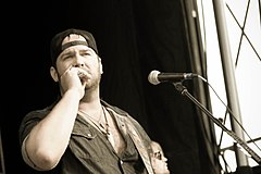 Lee Brice at Country Throwdown Tour 2011.jpg