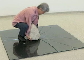 Lee Ufan Contemporary artist and sculptor