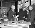 Leegwater Museum vernoemd, v.l.n.r. Wethouder Koerts , rector Kes en Westerhof, , Bestanddeelnr 914-4352.jpg