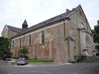 Lescar Cathedral - Image: Lescar (Pyr Atl, Fr) Cathédrale coté porche