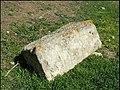 Lespignan, pierre taillée isolée 1.jpg