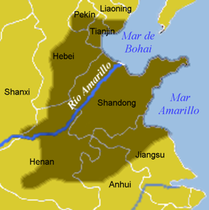 "North China Plain - The North China Plain is shown in dark. The Yellow River is shown as ""Río Amarillo""."