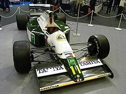 Häkkisen ensimmäinen F1-auto, Lotus 102B, näyttelyssä vuonna 2007.