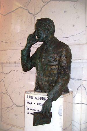 Luis A. Ferré - Sculpture of Ferré inside the Capitol of Puerto Rico