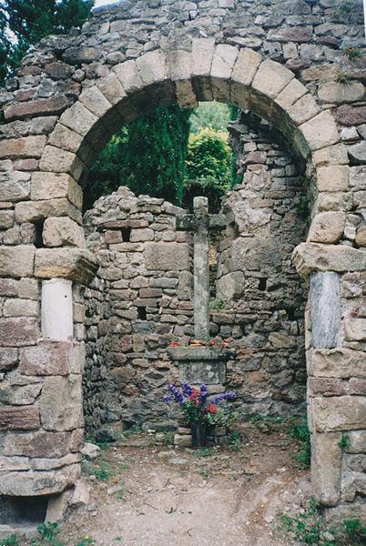 Lunas (Hérault) - chapelle pré-romane Saint-Georges - arc triomphal outrepassé.