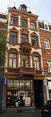 Woonhuis-winkel, gebouwd in een eclectische stijl met overwegend elementen van neo-barok, in opdracht van J.H. Cox-Heckrath.