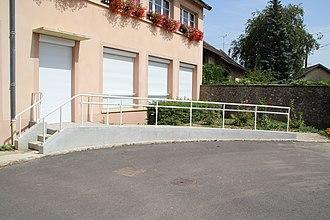 Wheelchair ramp - A wheelchair ramp in France