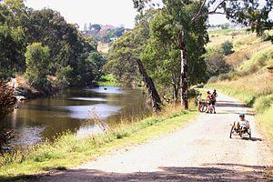 Maribyrnong River Trail - Cycling beside the Maribyrnong River at Avondale Heights