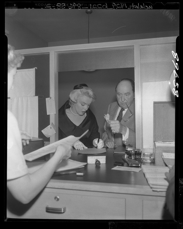 Marilyn Monroe and Jerry Giesler 3