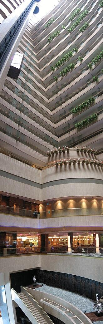 Marina Mandarin Singapore - Interior atrium.