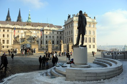 Statue of Tomas Garrigue Masaryk near Prague Castle Masaryk in Prague.jpg