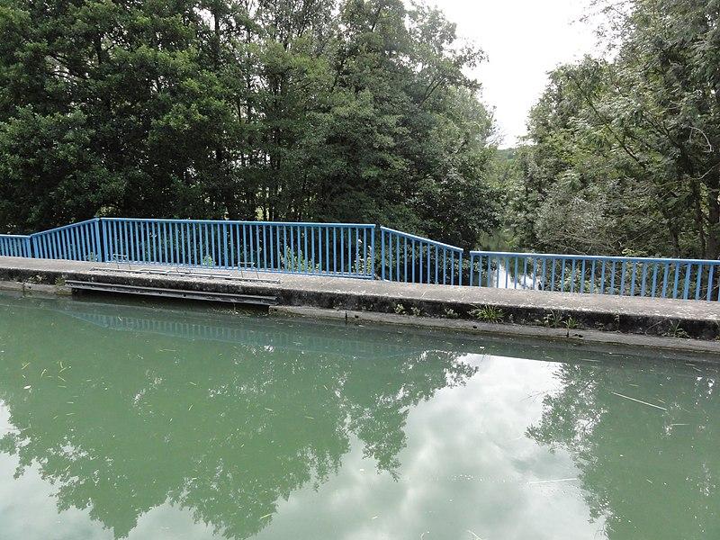 Menaucourt (Meuse) Canal de la Marne au Rhin pont-canal sur l'Ornain