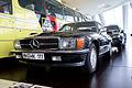 Mercedes-Benz 500SL 1988 Hardy Krüger LFront MBMuse 9June2013 (14796945580).jpg