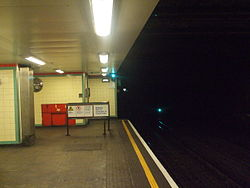 Mile End tube stn eastbound District look east 2012.JPG