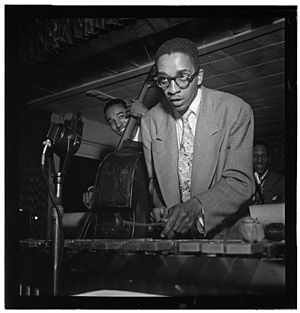 Ray Brown (musician) - Milt Jackson and Ray Brown (left), New York, between 1946 and 1948 (William P. Gottlieb 04461)