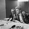 Minister Duisenberg (rechts) en prof Zijlstra (Nederlandse Bank) tijdens persco, Bestanddeelnr 926-5838.jpg