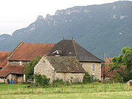 A hamlet in the commune of Loisieux