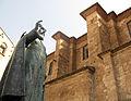 Monument al bisbe Amigó i contraforts de la Catedral (Sogorb).jpg