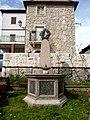 Monumento ai caduti - panoramio - pietro scerrato.jpg