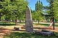 Monumento en conmemoración a los donantes del parque en Navalperal de Pinares.jpg