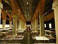 Museo de Arte Contemporáneo, columnas pararelas, Madrid, España, 2015.JPG