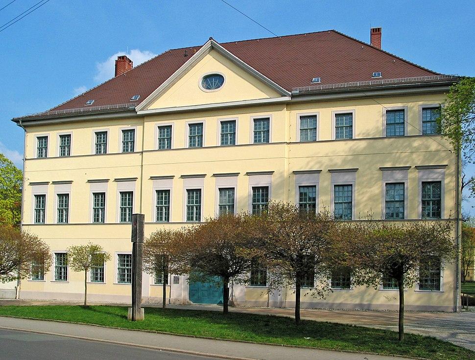 Museum f%C3%BCr Ur- und Fr%C3%BChgeschichte Th%C3%BCringens (Westansicht)