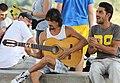 Musiciens devant le Mirador San Nicolas (8276336043).jpg