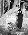 Nő és babakocsi 1942-ben. Fortepan 71779.jpg