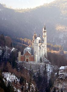 Neuschwanstein Castle frontal view.jpg
