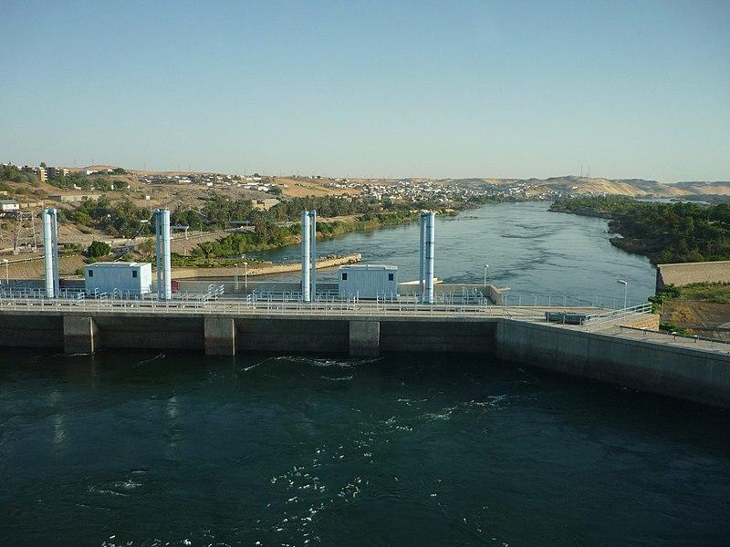File:Nile Aswan low dam1.JPG