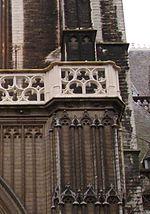 Gerestaureerde neogotische balustrade onze lieve vrouwekathedraal