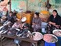 Nyaung Oo Fish Market (43570927001).jpg