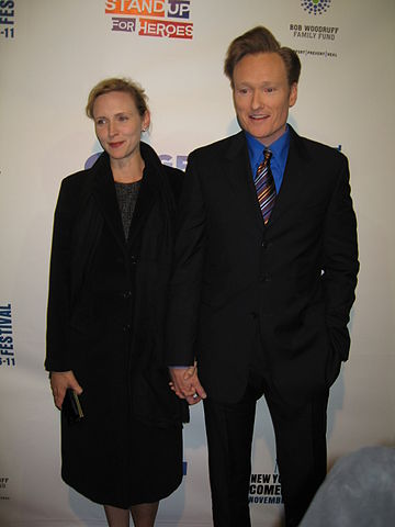 O'Brien, Conan (with Elizabeth Ann Powel).jpg