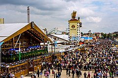 O'zapft is! Münchens 5 Jahreszeit hat begonnen - O'zapft is! Munich 5 season, the Oktoberfest has begun (9855483374).jpg