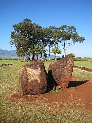 Kukaniloko Birth Site - Image: Oahu Kukakaniloko entrancestones to centralstones