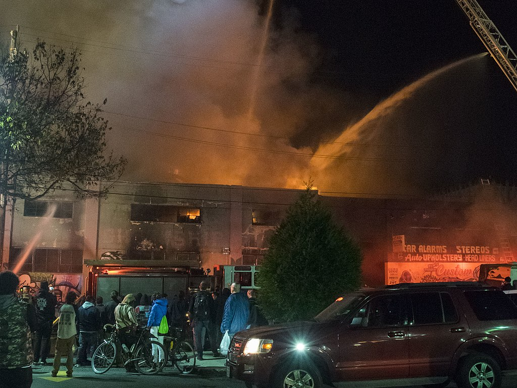 1024px-Oakland_warehouse_fire_%28cropped%29